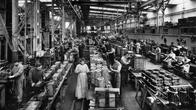 Production at Transformatorenwerk in Nuremberg, 1913